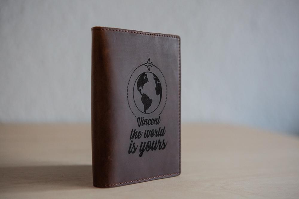 Funda Pasaporte de cuero grabada personalizado para viajeros