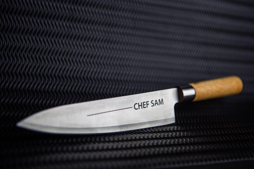 Cuchillo de cocina personalizado con grabado a laser en metal
