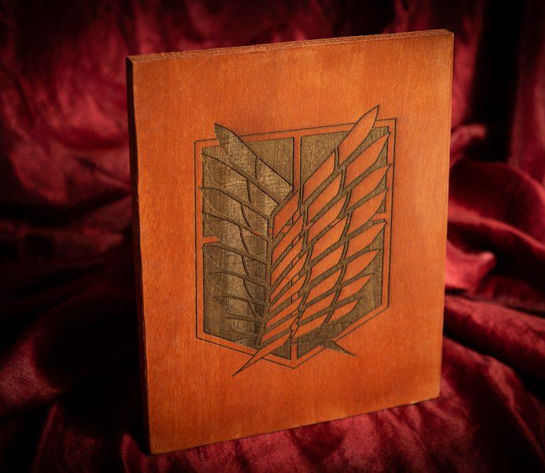 Escudo Equipo de exploracion - Ataque a los titanes - escudo de madera grabado artesanal coleccionista