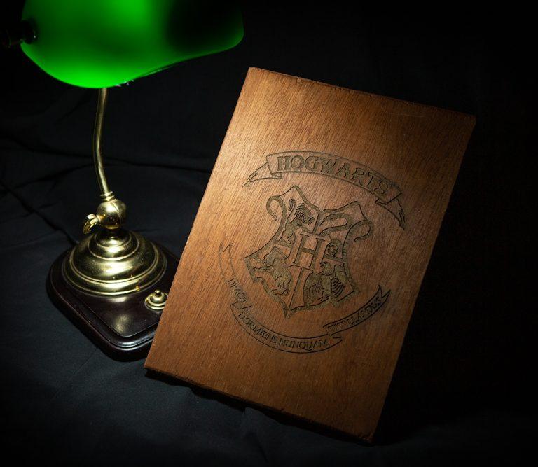 Escudo cuadro de madera artenadal Hogwards harry potter barcelona