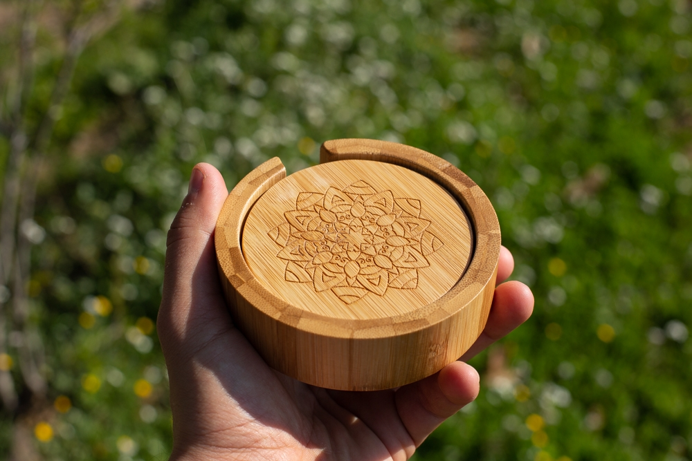 Posavasos de Bambo grabados personalizado – Set de 4+base