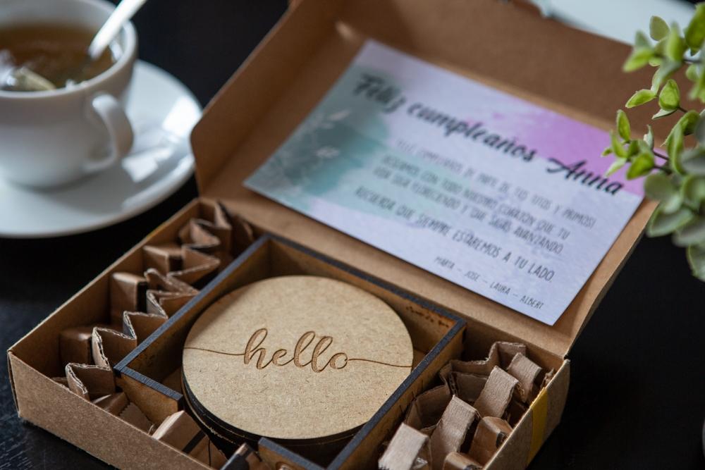 Regalos originales presentacion caja grabado laser personalizado Barcelona