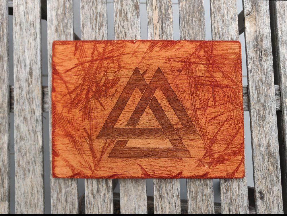 Valknut – Símbolo vikingo en madera