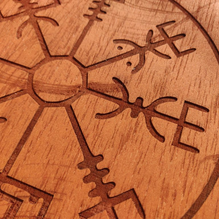 vigvisir simbolo vikingo - Decoración vikinga artesanal en madera