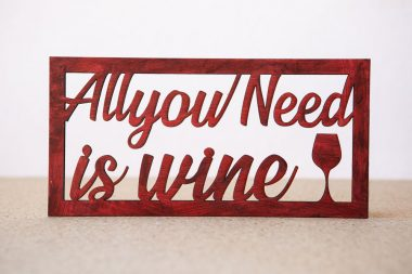 "Cartel decorativo ""All you need is wine"" en Madera"