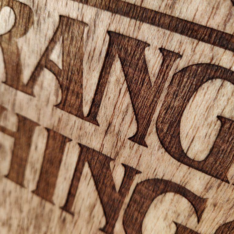 stranger-things-cuadro-madera-retro-grabado-laser-decoracion-series