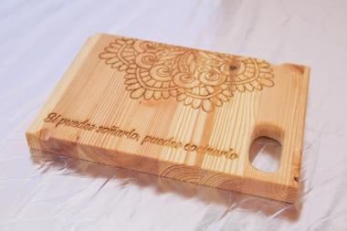 Tabla de corte para cocinas de madera grabadas a láser